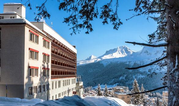 Mountain Lodge backpacker winter
